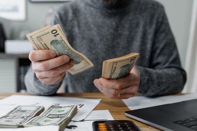 płacenie gotówką